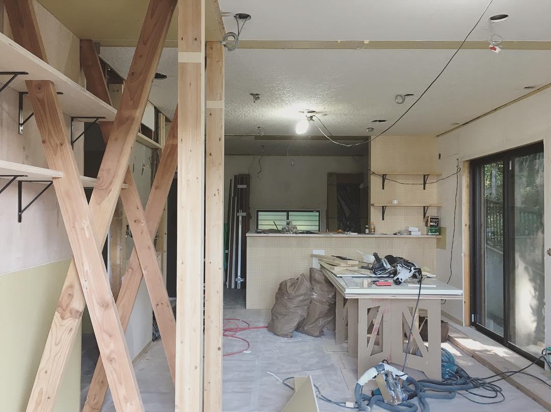 日吉本町の家、改修工事の現場打合せ終了。 無理せず、自然体で初めからあるかのような居心地のよい空間に仕上げていき…